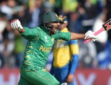 Pakistan sneak nervous clash to book semi
