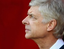 Pulis: Wenger told me he wants to stay