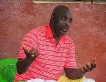 Ex-footballer George Weah takes early lead in Liberia election